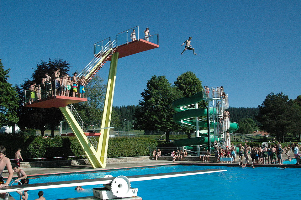 Design piscine couverte renens dijon 3327 piscine for Piscine center